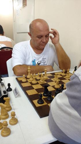Partidas 6a - Tarcísio raciocinando antes do lance decisivo da partida