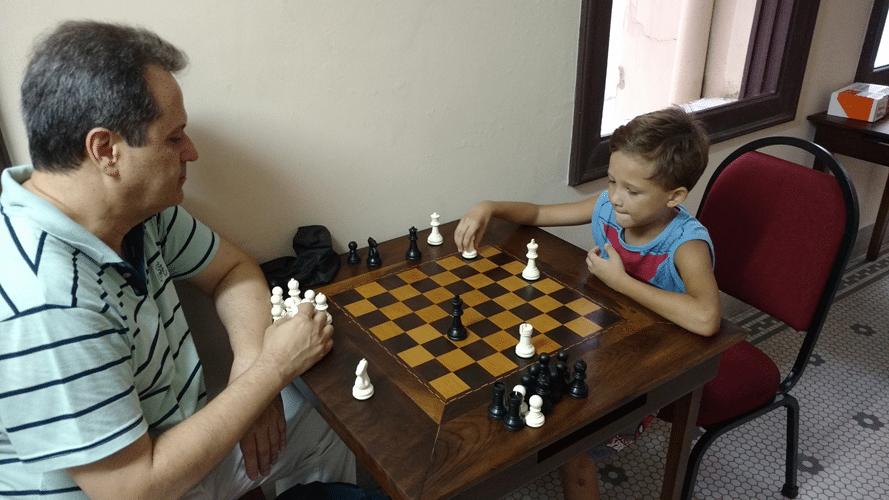 Social 7 - É Gabriel, filho do Marco Aurélio Maia, jogando contra o professor Fernando Madeu