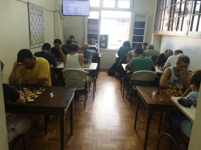 1 - Os 29 participantes do Rápido FIDE de Fevereiro ocuparam completamente a sala do Clube...
