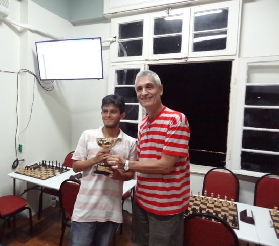 O jovem talento Gustavo Leoni recebe seu troféu!