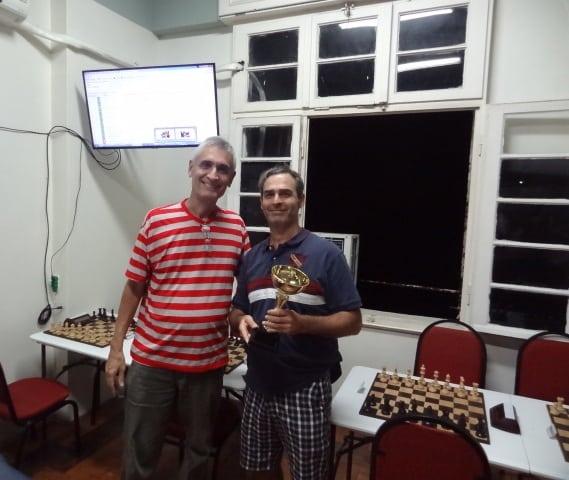 O vice campeão, Paulo Fucs, recebe seu troféu!