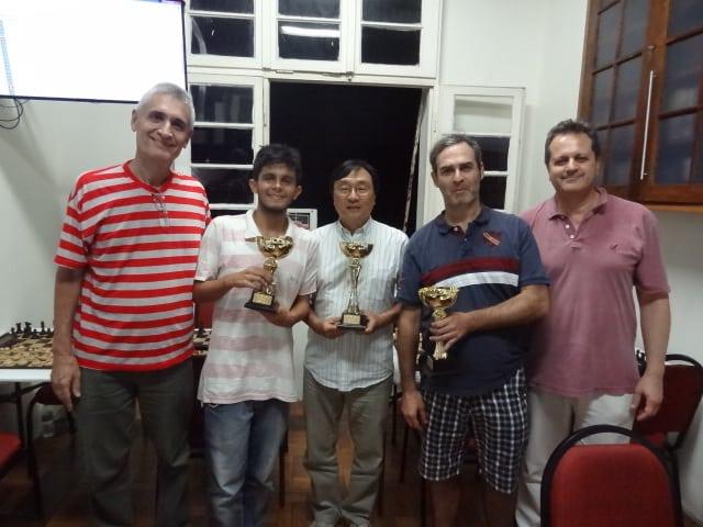 Os vencedores e a equipe arbitral/organização