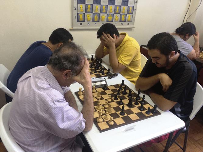 Juarez Lima (de brancas) enfrenta Iago Henrique Souza