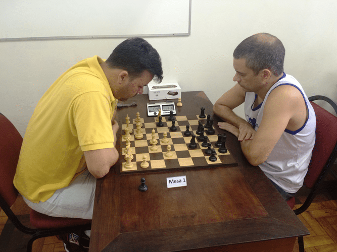 Rodrigo Zacarias (de brancas) contra Marco Aurélio Maia