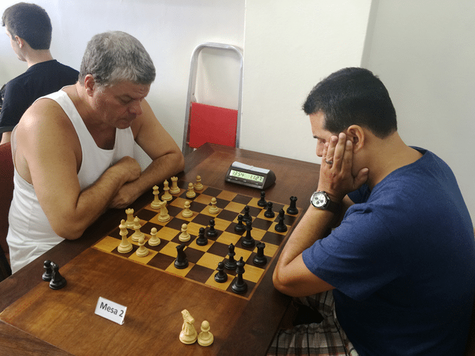 Sérgio Murilo (de brancas) enfrenta Estevão Luiz Soares