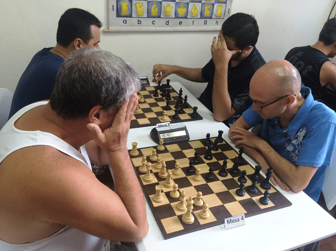 Sérgio Murilo (de brancas) enfrenta Francesco Noseda