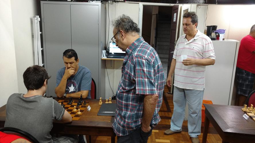 Juarez LIma e Fernando Madeu observam