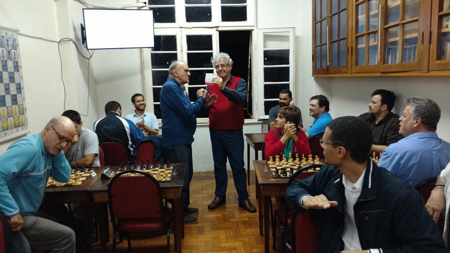 No intervalo das rodadas foram entregues vários diplomas de torneios anteriores