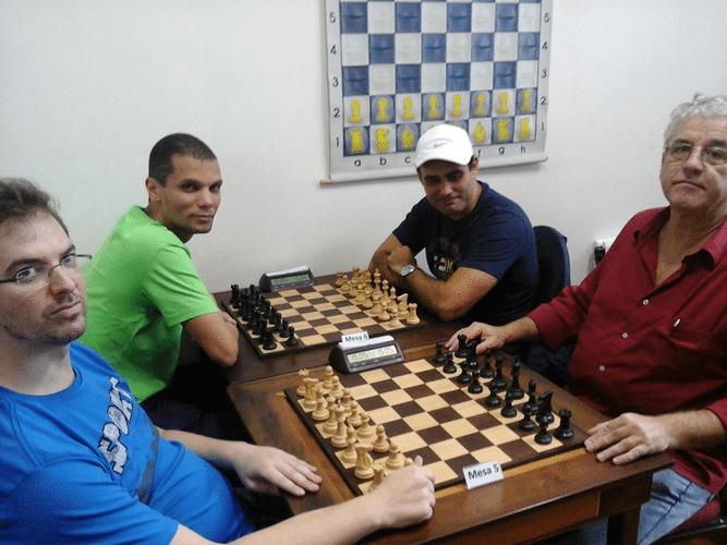 Antonio Piñón, Andre Kemper, Carlos Eduardo Nunes e Álvaro Frota aguardam o início das partidas