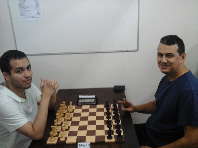 Bruno Garcia Perez e Estevão Luiz Soares antes da partida entre ambos