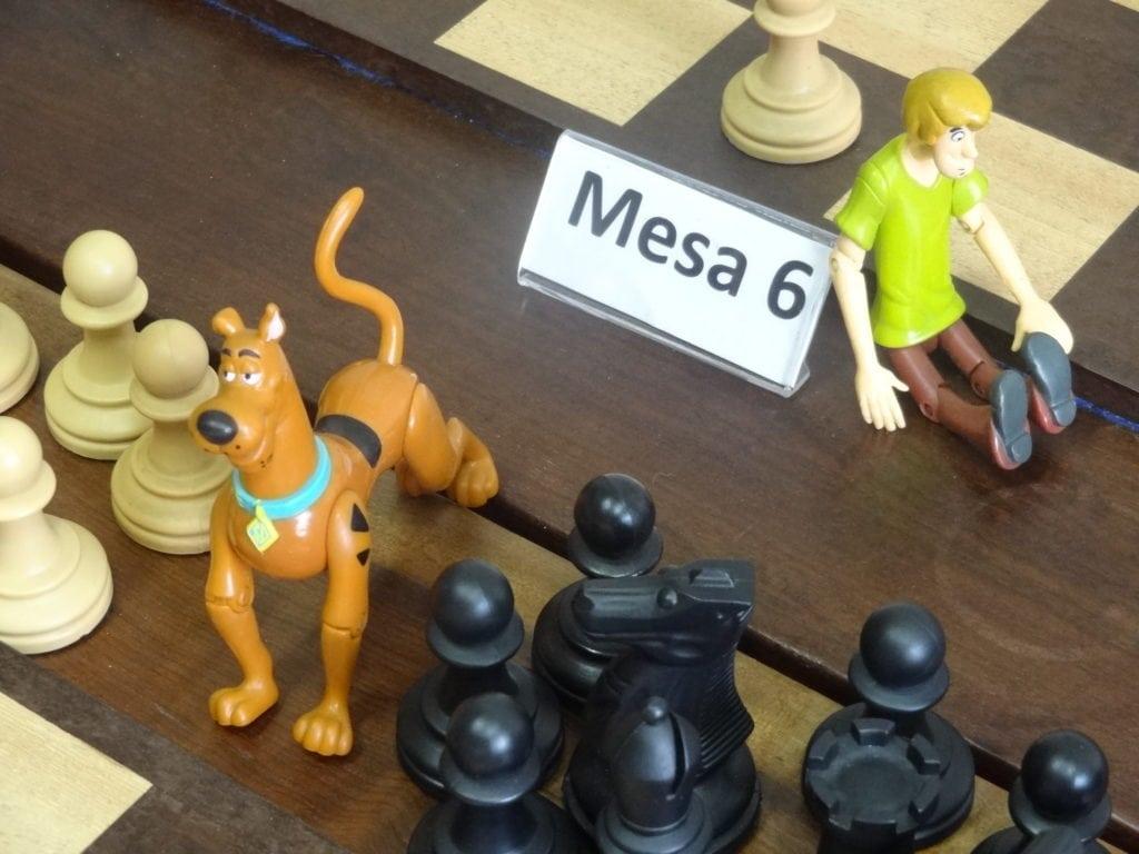 Scooby Doo e Salsicha! Dupla inseparável, apoiando as duplinhas do Caçulinha!