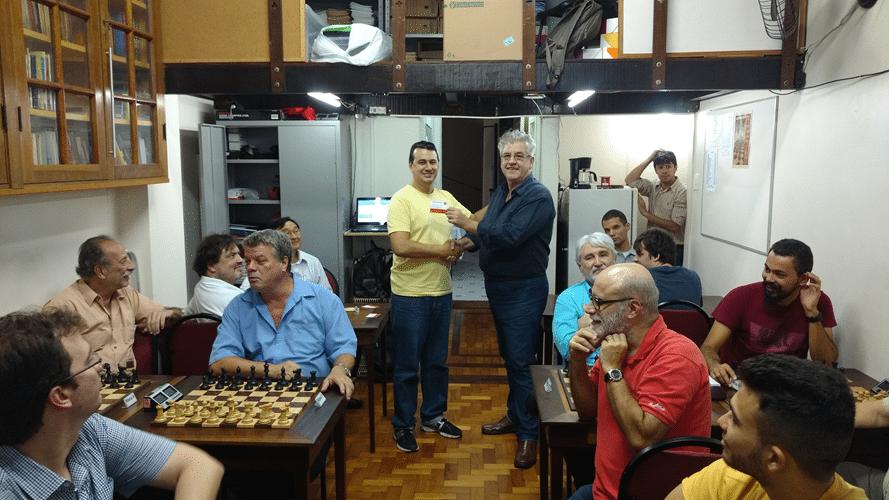 Estevão Luiz Soares recebe diploma de Terceiro Lugar do Rápido FIDE de Outono