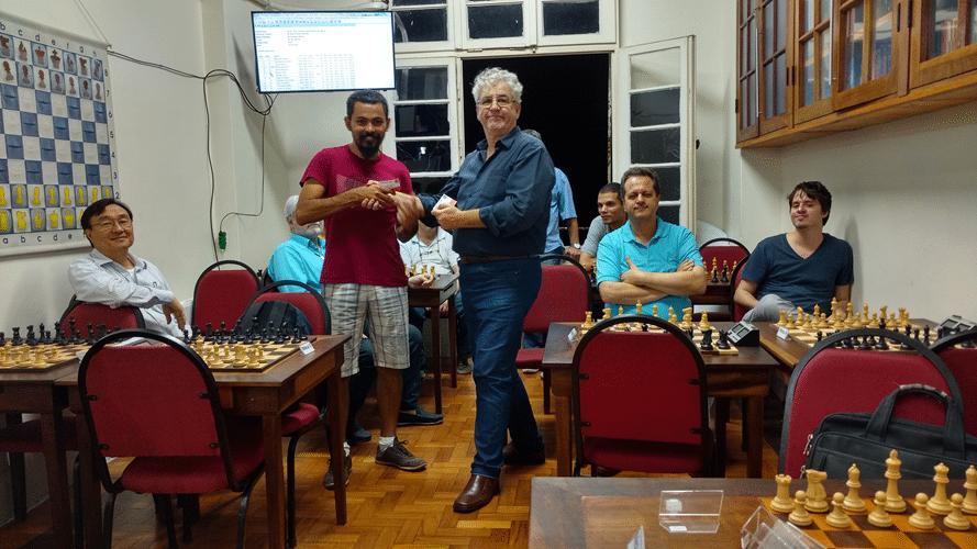 Flávio Almeida recebe diploma de Campeão C do Trovão de Maio