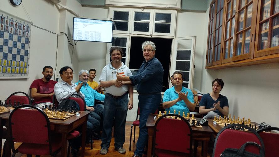 Marcelo Einhorn recebe diploma de Campeão do Trovão de Maio