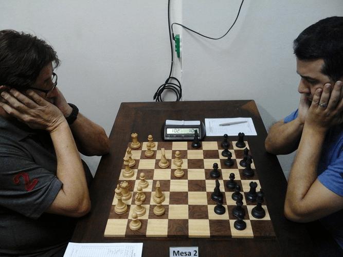 Partidas Jorge Silveira vs Estevão Luiz Soares Os adversários se concentram