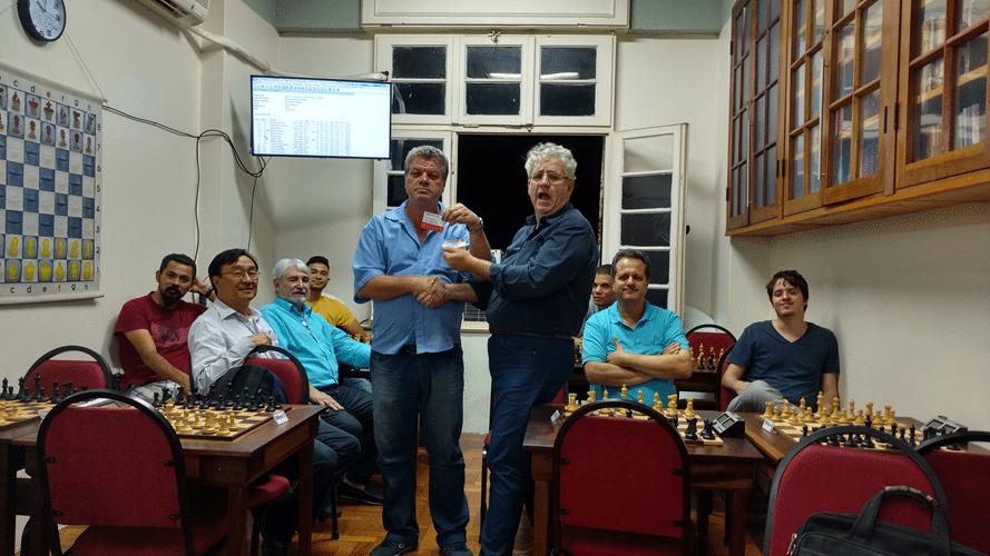 Sérgio Murilo recebe diploma de Terceiro Lugar do Trovão de Maio
