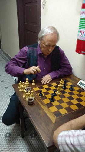 Carlos Minc apareceu para jogar Xadrez na ALEX