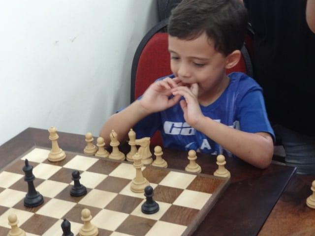 Samuel decidindo aonde ir com seu rei!