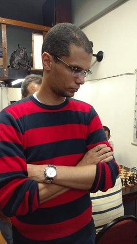 André Kemper observando uma partida