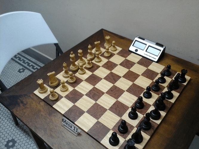 Mesa tabuleiro no padrão oficial