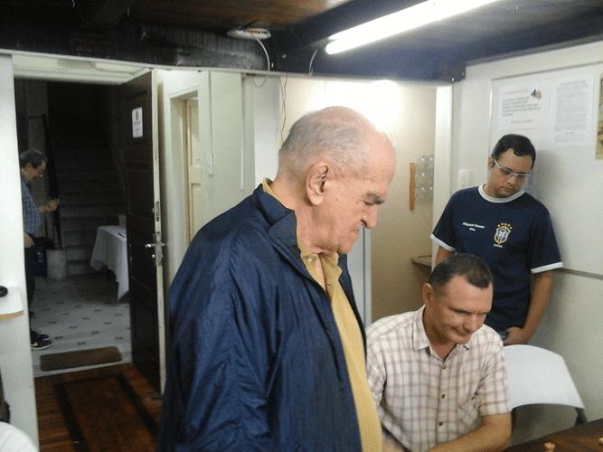 Carlos Alves Rolim e Cássio de Souza Siqueira observando a partida de Ned Chê de Montenegro