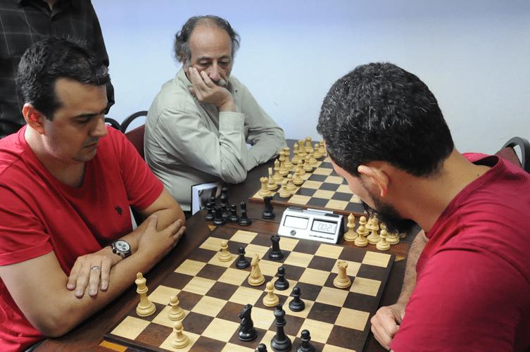 Estevão Luiz Soares de brancas contra Flávio Silva Almeida - Juarez Lima observa