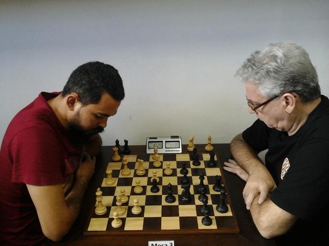 Flávio Silva Almeida de brancas contra Álvaro Frota