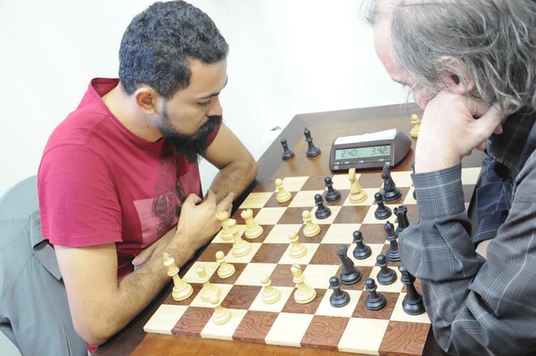Flávio Silva Almeida de brancas contra Hilton Rios