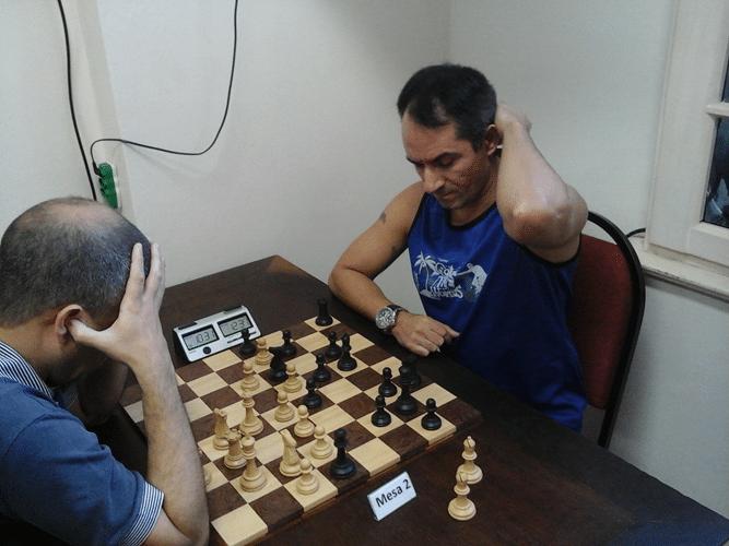Marco Aurélio Ferreira Maia enfrenta de brancas Allan Souza Siqueira