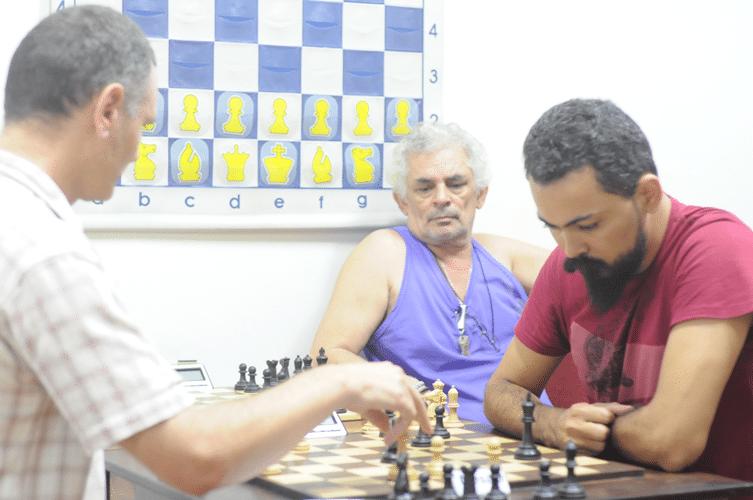 Ned Chê de Montenegro enfrenta de brancas Flávio Silva Almeida - Gilberto Camelo Henrique observa