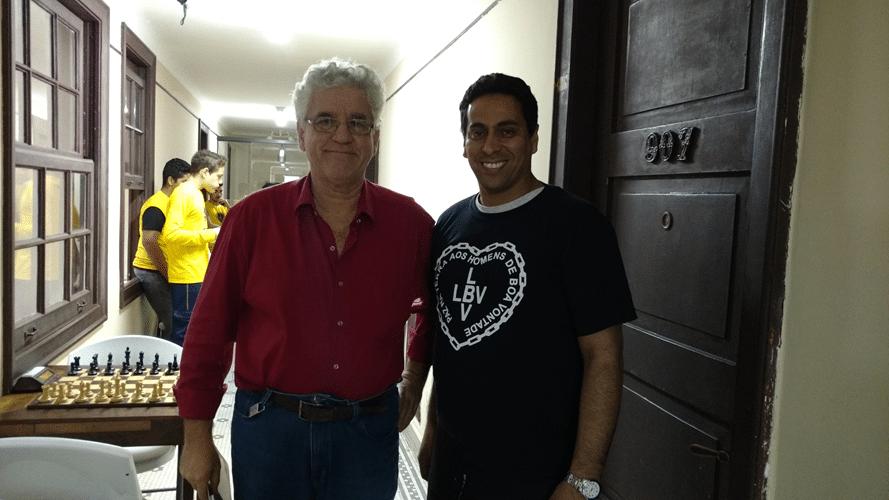 Álvaro Frota, Presidente da ALEX, ao lado do professor Bruno Alves da LBV, responsável pelo trabalho que trouxe ao clube os dez jovens enxadristas