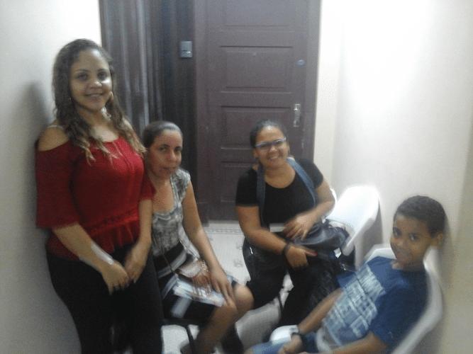 As mães Bárbara, Nice, Alessandra e o irmão Yuri