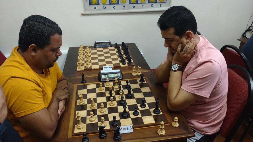 Carlos Henrique versus Estevão Luiz Soares