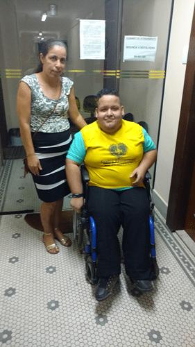 Gabriel Santana da Silva e sua mãe Nice