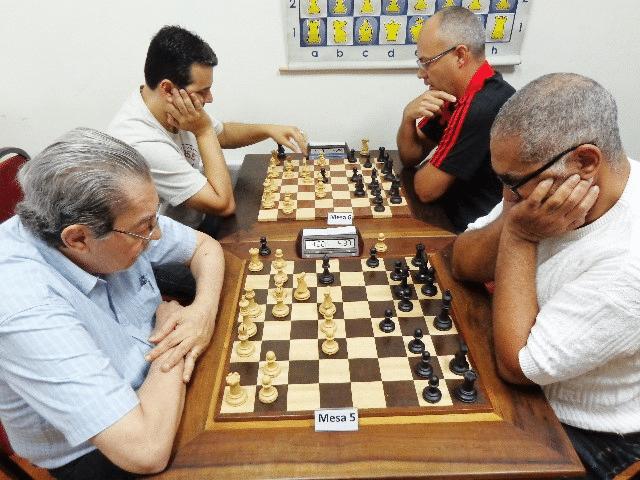 Guilherme Von Calmbach versus Nei Jorge Rodrigues. Na outra mesa Estevão Luiz Soares versus Diógenes Negreiros (1)