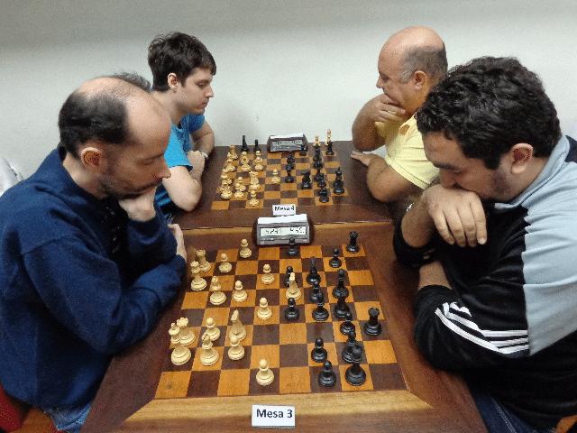 Marlem Moura versus Iago Henrique. Na outra mesa, Leo Ramos Simões versus Tarcísio Leite