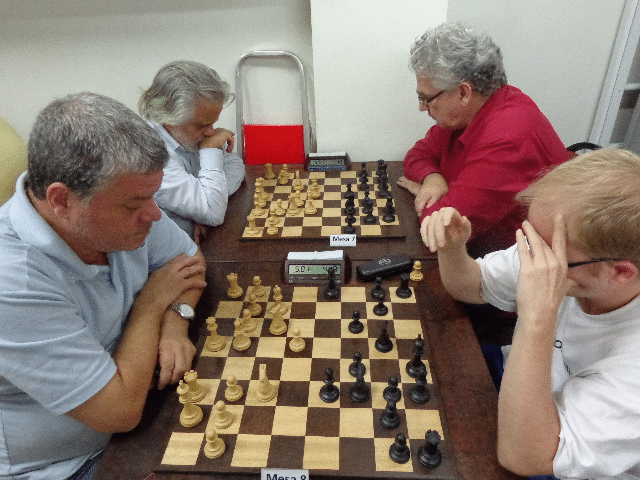 Sérgio Murilo versus Oscar Weibull. Na outra mesa, Luiz Alberto da Luz versus Álvaro Frota